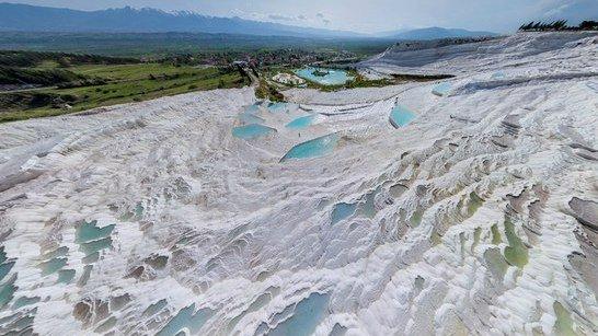 Уникальные природные бассейны Памуккале