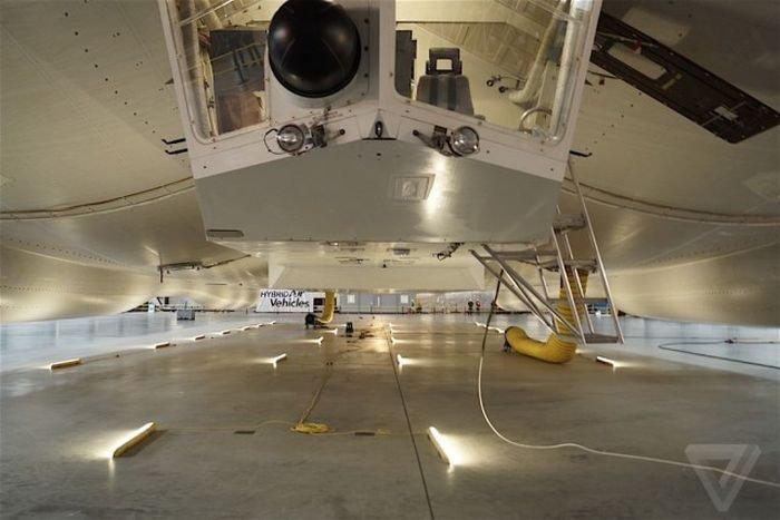 Дирижабль Airlander 10 готовят к летным испытаниям (20 фото)