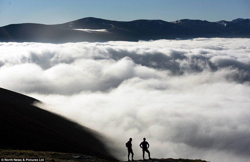 Потрясающие густые туманы над Озёрным краем в Великобритании