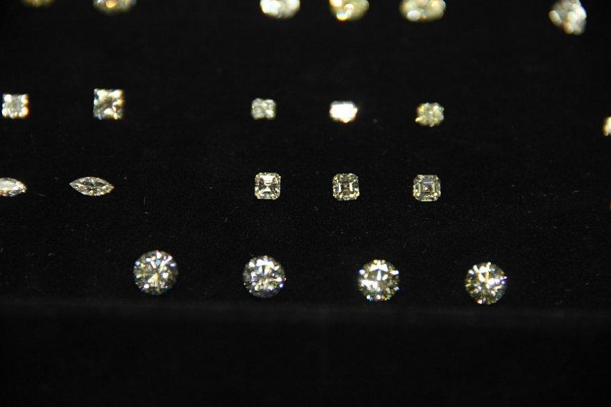 Как превращают алмазы в лучших друзей девушек