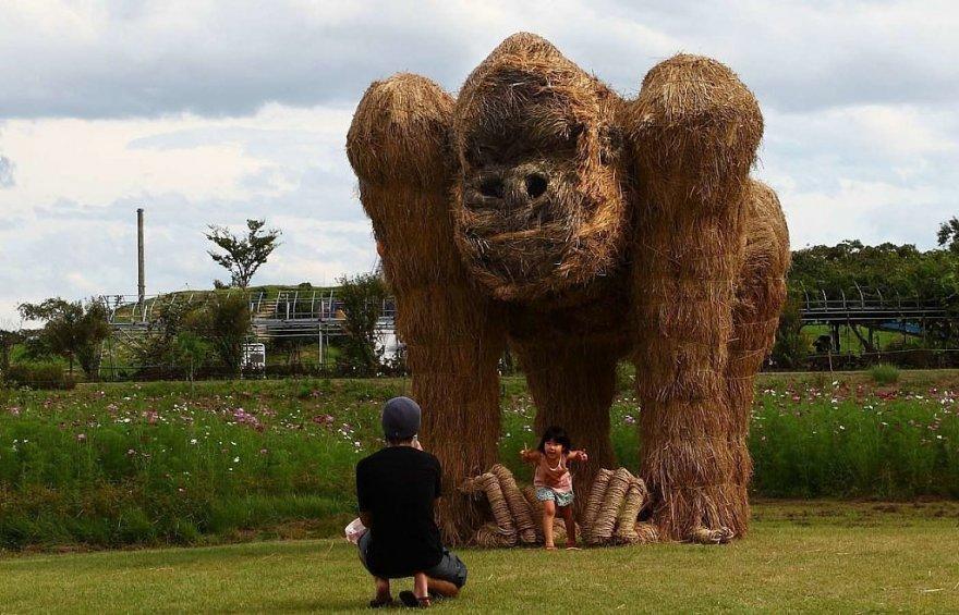 Удивительные скульптуры из сена и соломы
