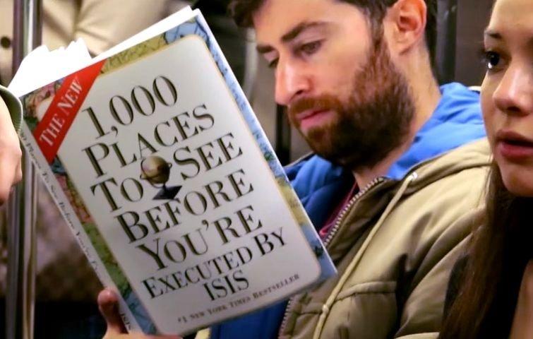Розыгрыш в метро: чтение очень неприличных книг