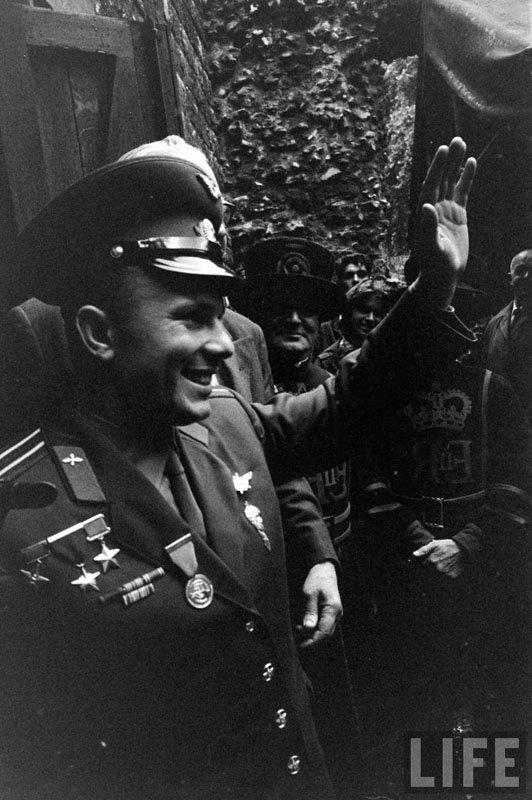 """""""…Космос зовет всех! И будет звать. Как вечный зов"""" (с) Ю.Гагарин"""