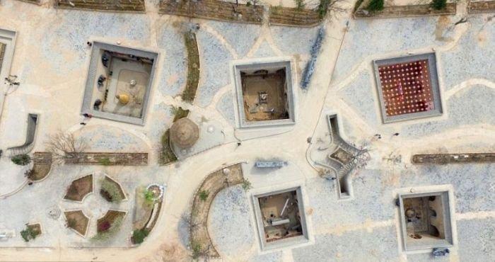 Необычные дома в ямах (9 фото)