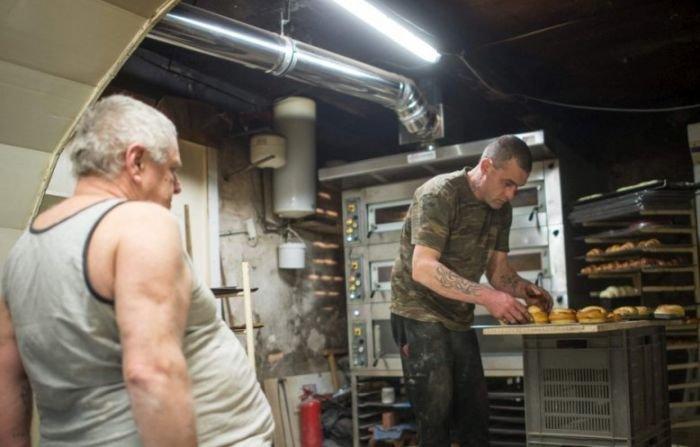 Мужчина продал свою пекарню бездомному за 1 евро (11 фото)