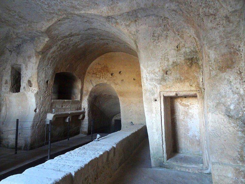 Старинный пещерный город