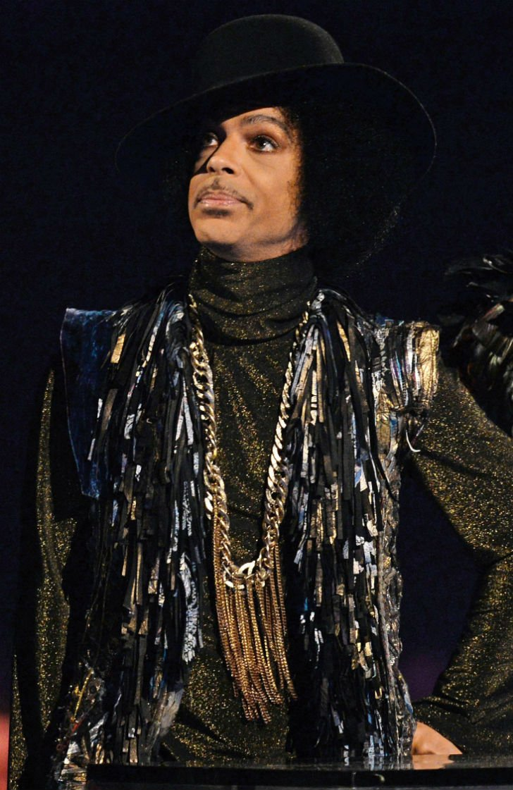 Известный американский певец Принс ушел из жизни в возрасте 57 лет