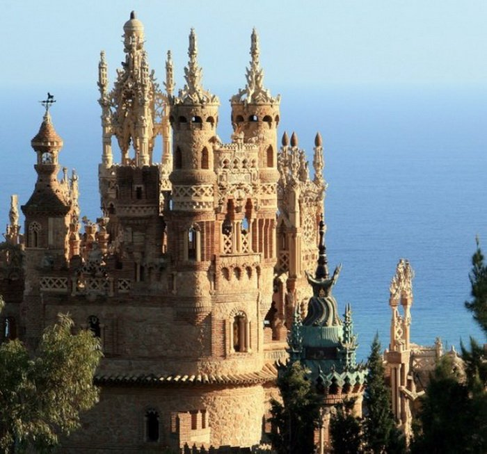 Испанский замок Коломарес