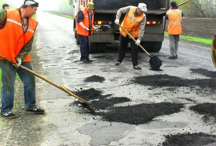 Пример того, как делают дороги в Чехии и Китае (8 фото)