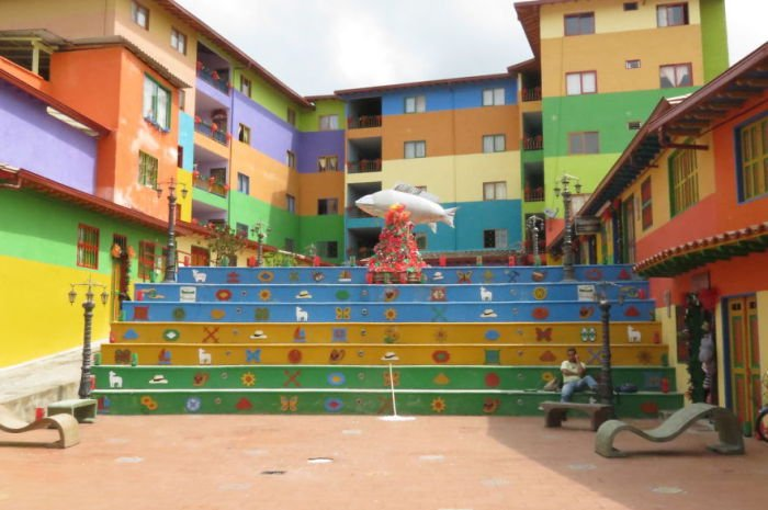 32 фотографии лестничного декора в разных городах мира