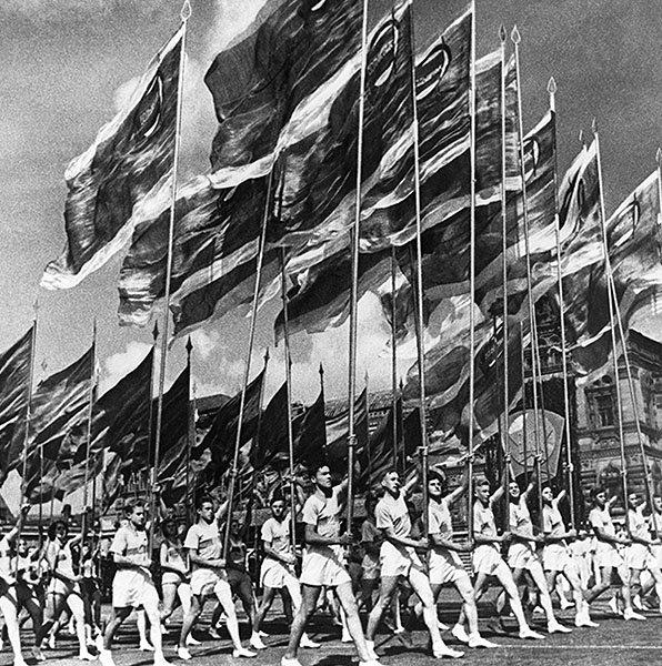 Советская хроника празднования Первомая за 66 лет