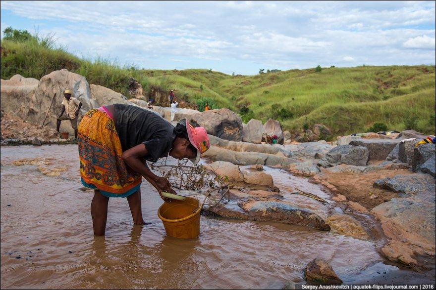 Как намывают золото в Африке