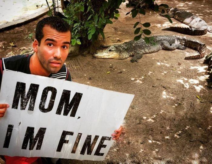 Парень, который путешествует по миру успокаивает маму регулярными фотографиями (13 фото)