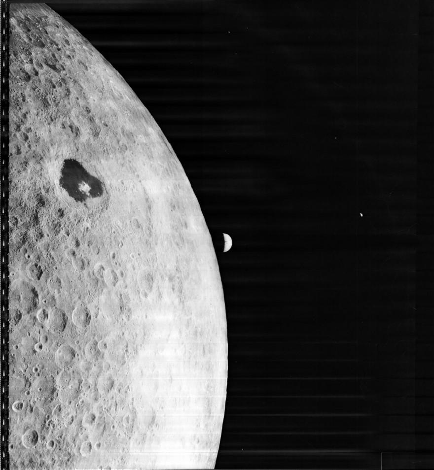 Первая фотография Земли с лунной орбиты