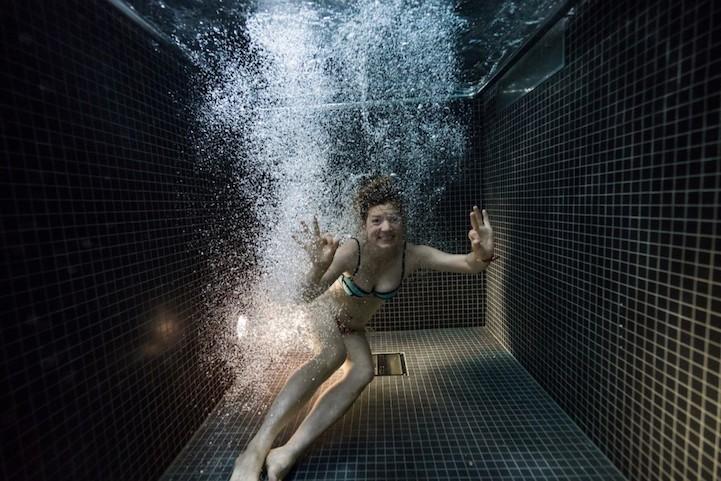 Портреты людей под водой, нырнувших в ледяной бассейн