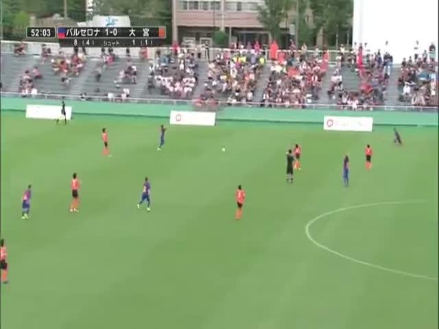 Победители стали утешать проигравших на юношеском турнире по футболу
