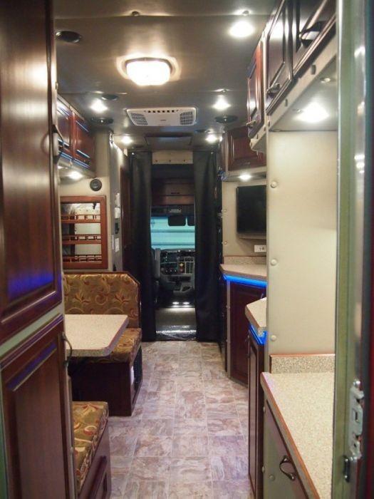 Домашний уют внутри грузовика (10 фото)