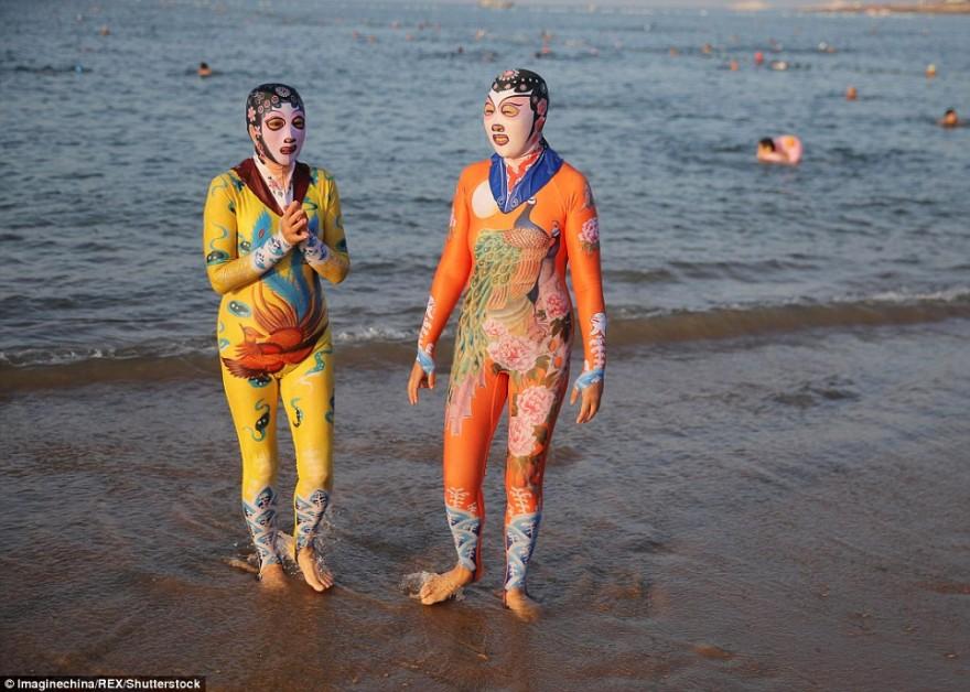Китайские купальные костюмы «фейскини» теперь бывают в виде панды, тигра и других животных