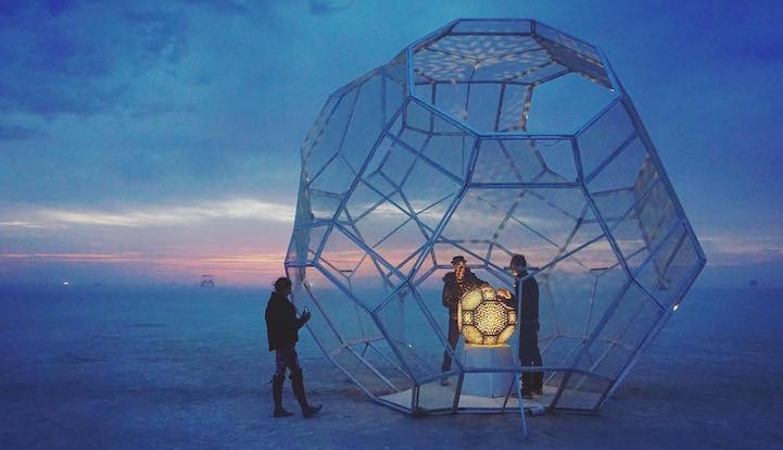 Самые впечатляющие арт-инсталляции фестиваля Burning Man 2016