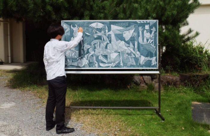 Удивительные рисунки мелом на доске (13 фото)