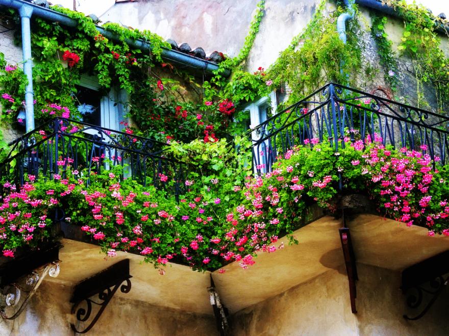 Идеи как сделать балкон уютным