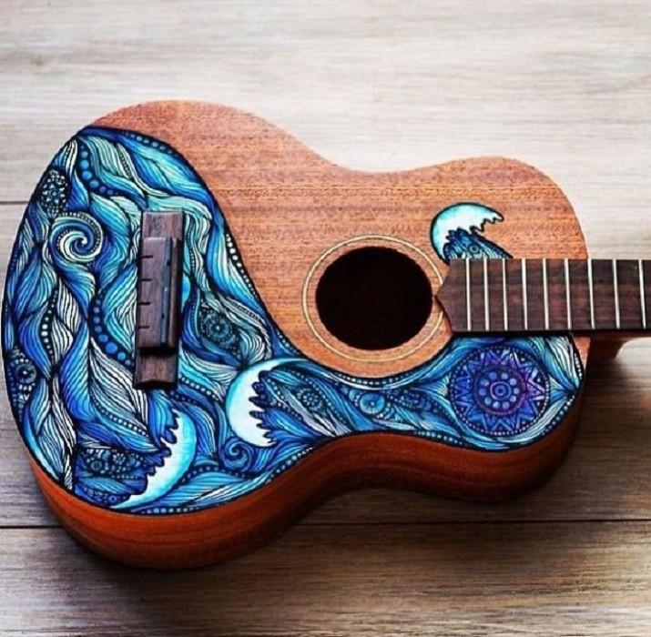 Художница из Австралии превращает музыкальные инструменты в картины