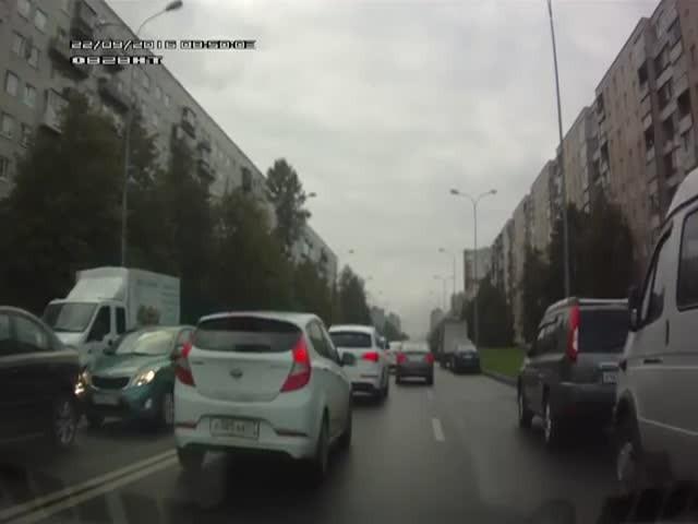 Как пропускают скорую помощь в Санкт-Петербурге