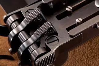 Пистолеты, встроенные в пряжку ремня