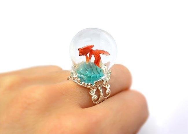Крошечные миры внутри сказочных колец и подвесок, сделанных в виде террариумов