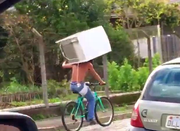 Увез холодильник на велосипеде. ( А вам слабо ?)