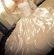 Заставить работников свадебных салонов одевать в свадебные платья своих дочек