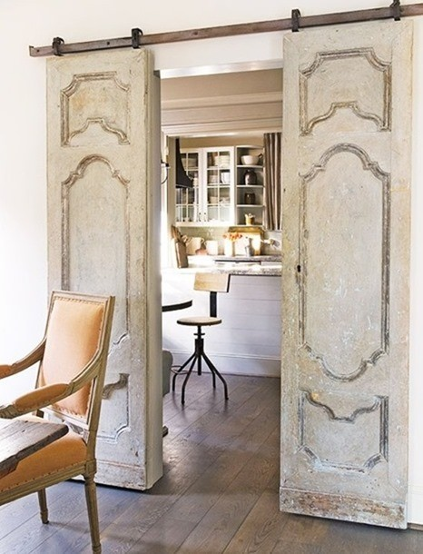 Сменили межкомнатные двери в квартире? Не выбрасывайте старые, вот что из них можно сделать. Вау! (17 фото)