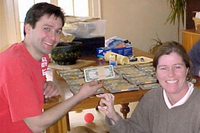 Необычные места, где люди прятали деньги (11 фото)