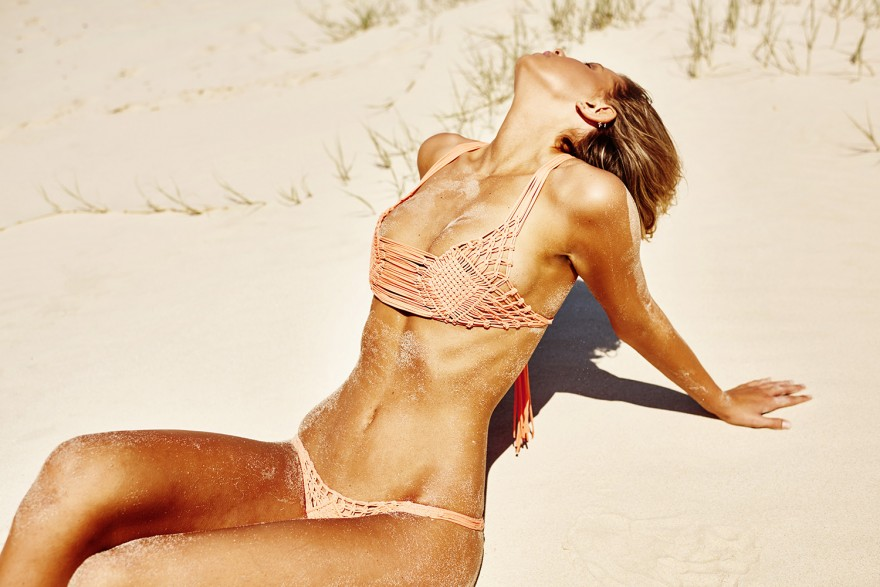 Австралийская фотомодель Кристина Мендонка снялась в бикини (8 фото)
