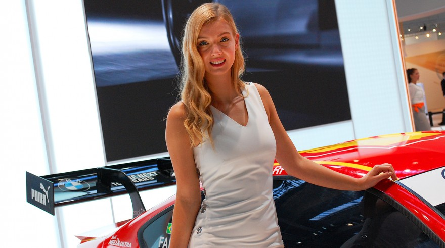 Девушки Франкфуртского автосалона 2017 (12 фото)