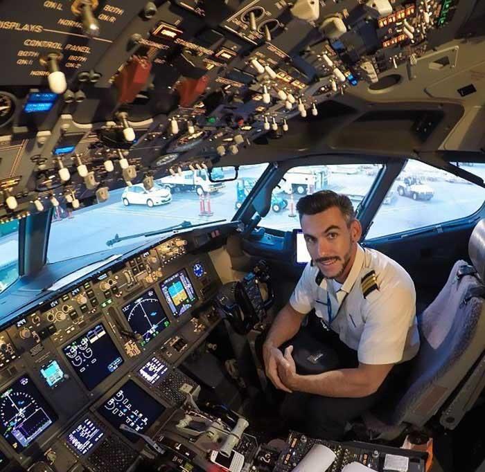 Провокационные селфи пилота (7 фото)