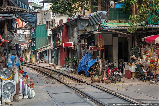Квартира в метре от железной дороги (16 фото)