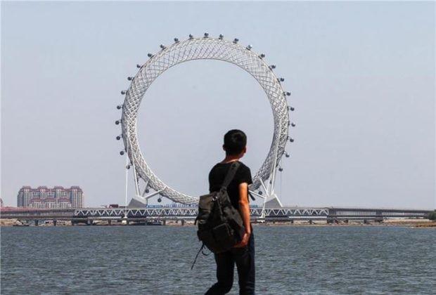 В Китае появилось безосевое колесо обозрения (6 фото)
