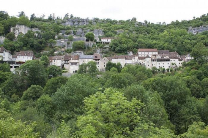 Прогулка по французской вертикальной деревне (8 фото)