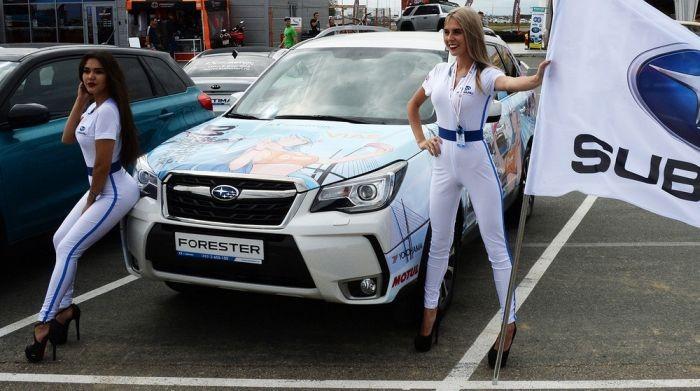 Девушки с автовыставки во Владивостоке (10 фото)