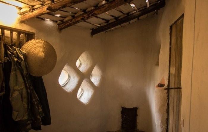 Парень из Беларуси своими руками построил эко-дом (10 фото)