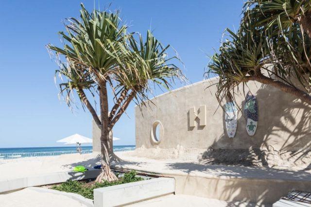 Австралийский хостел, построенный из песка (9 фото)