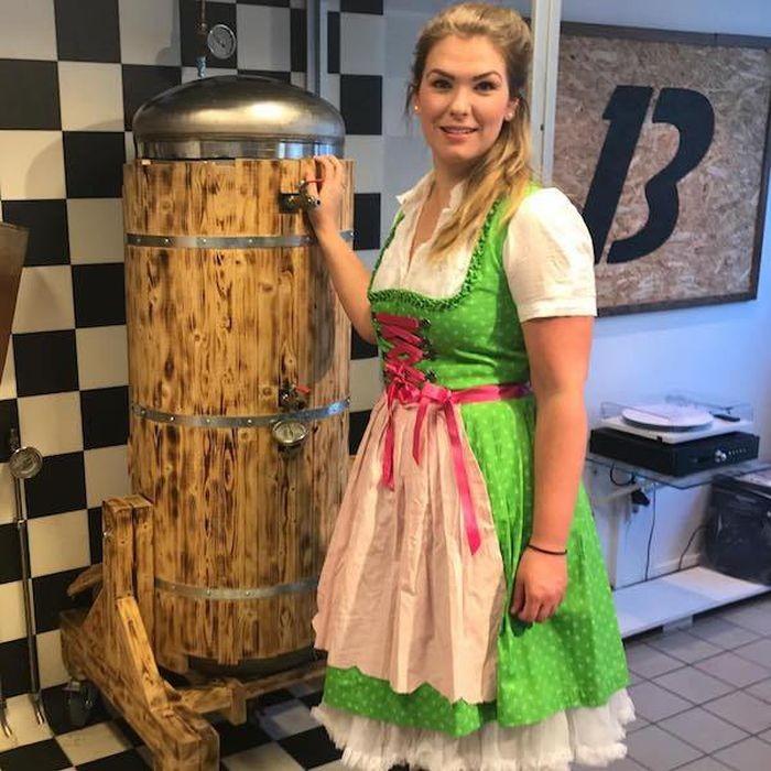 Октоберфест - рай для любителей пива и девушек (39 фото)