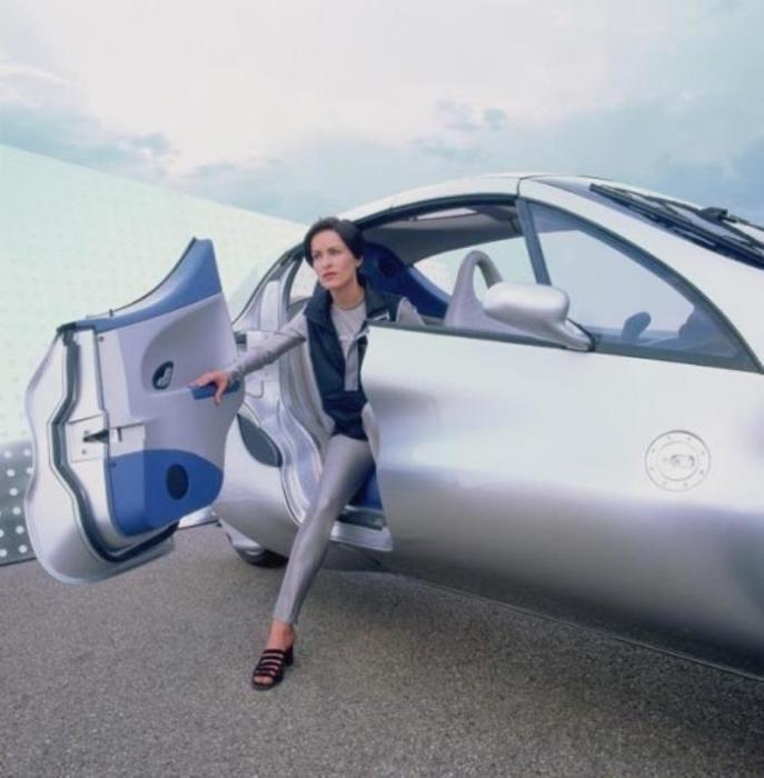 Трехколесный автомобиль Mercedes-Benz F 300 бьет все рекорды (5 фото)