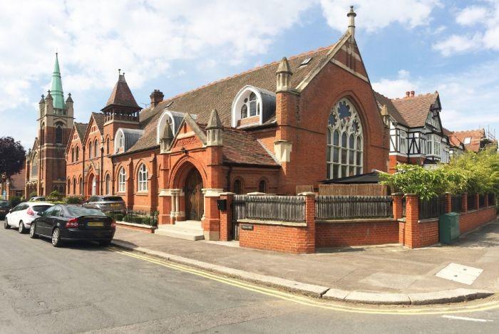 Роскошный особняк в старой церковной школе (10 фото)