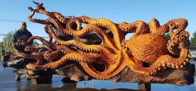 Гигантский осьминог из цельного ствола дерева (9 фото)