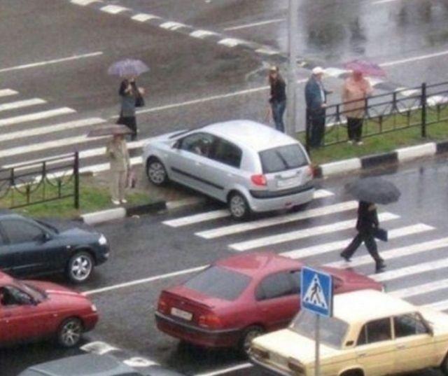 Женщины за рулем (23 фото)