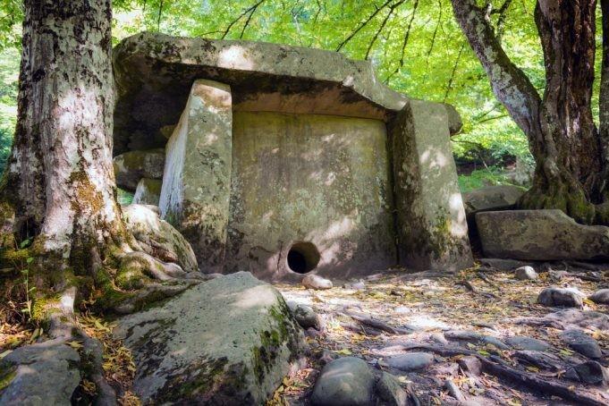 Самые загадочные памятники мира (8 фото)