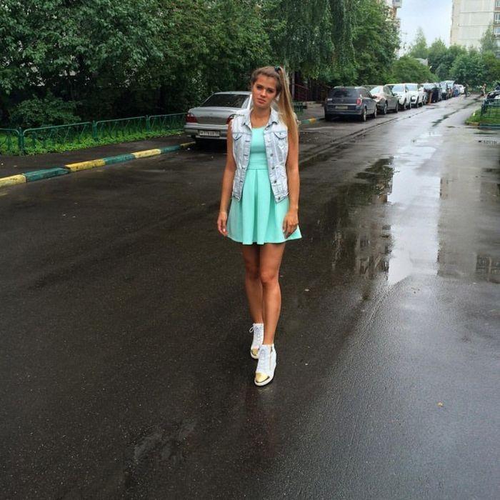 Очаровательные девушки в платьях (41 фото)