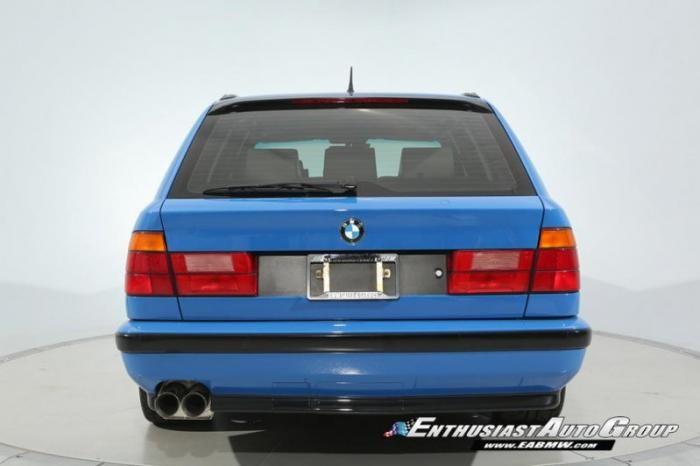 Голубой BMW M5 E34, выпущенный всего в двух экземплярах (12 фото)